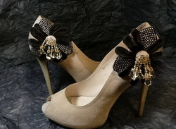 Реставрация царапин и потертости на обуви, покраска обуви